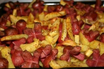 Fırında Sosis ve Patates tarifi