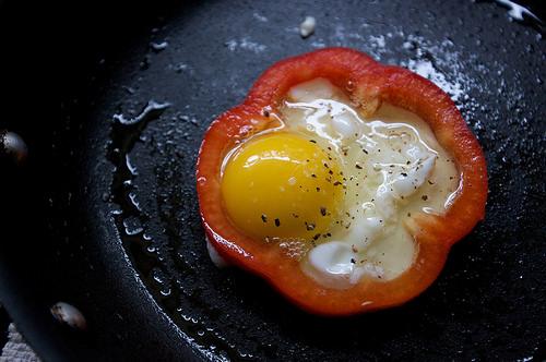 Dolmalık Biber İçinde Yumurta | Hafif Tarif