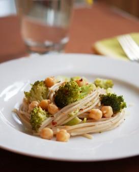 Nohutlu Brokolili Makarna