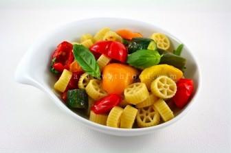 Izgara Sebzeli Makarna Salatası